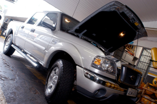 Foto Ranger 2008 sendo montado Kit GNV 5 Geração BRC