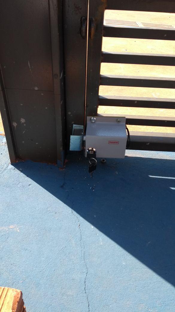 Trava Elétrica para Portão Basculante