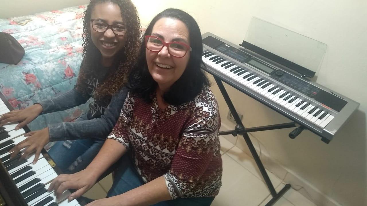 Luciane Borges Aulas de Teclado e Piano em JF e Região