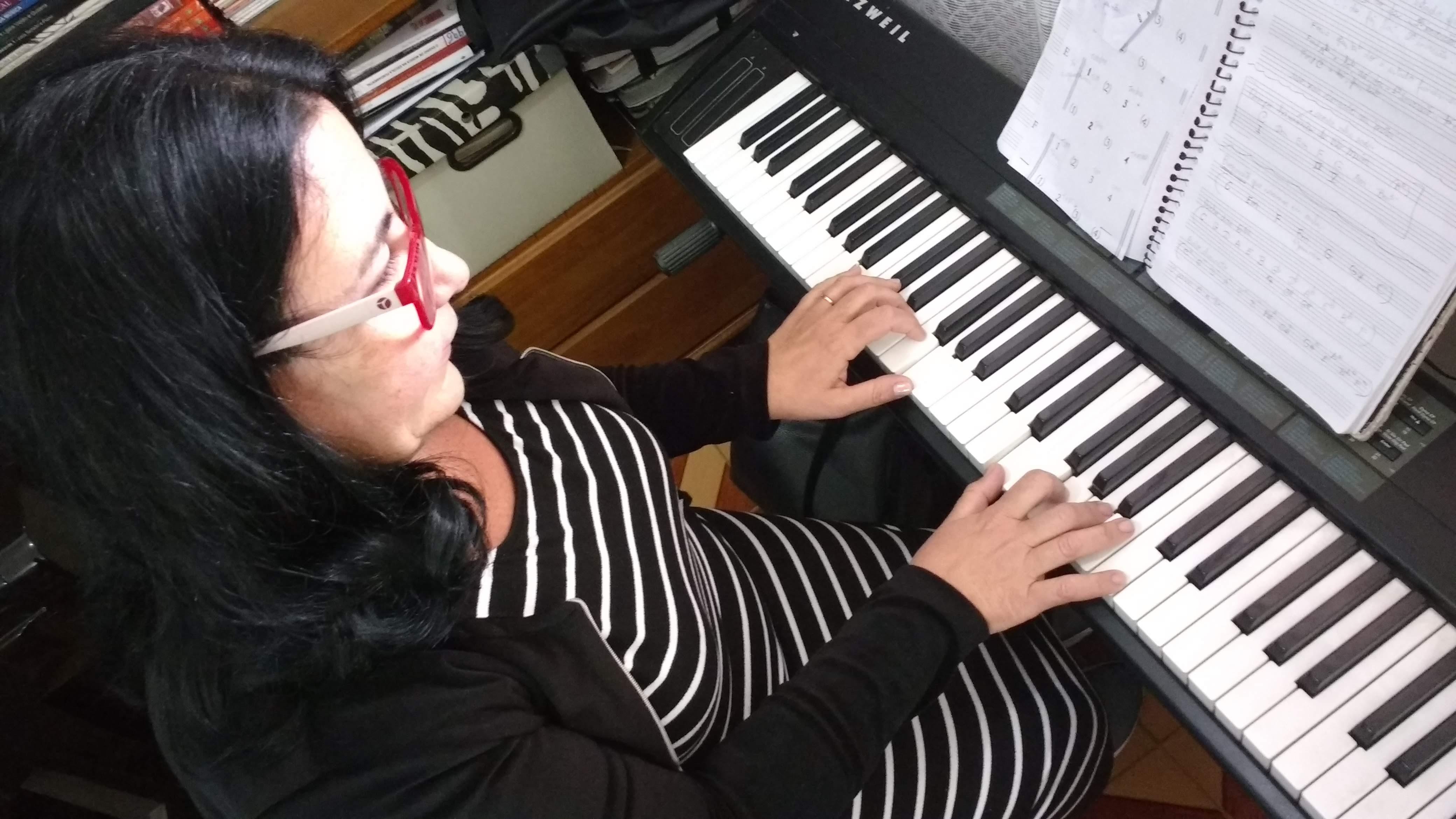 Fale com @lucianetecladista pelo (32)98855-9211 e agende  sua aula de teclado iniciante em Juiz de Fora.