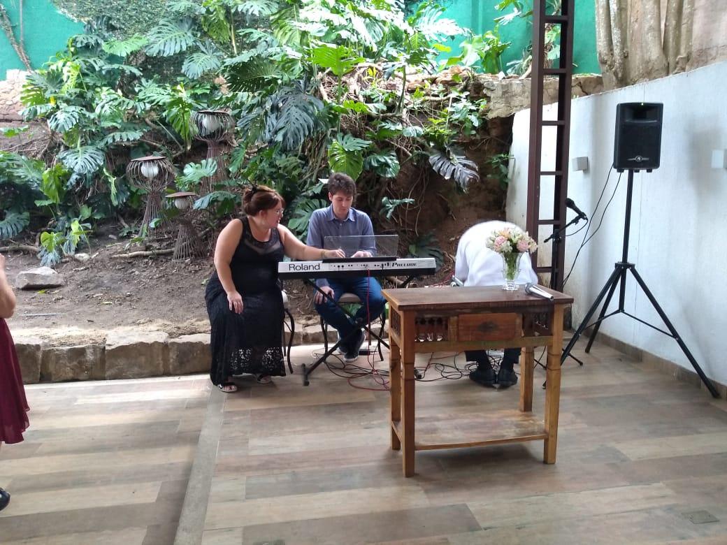 Luciane Borges JF aluguel de pianista aluguel de tecladista