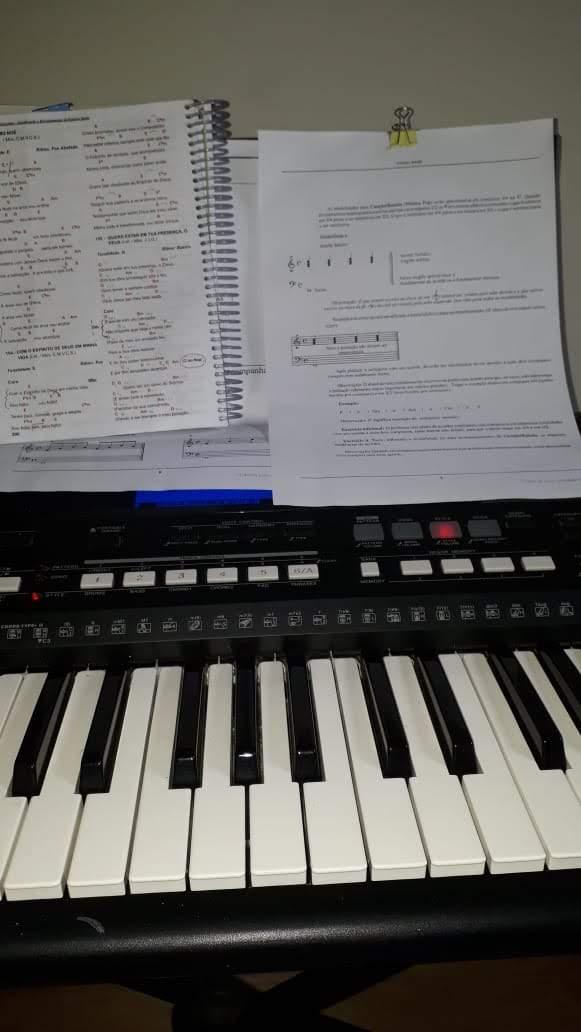 Aprender teclado para tocar na igreja - Fale com @lucianetecladista pelo (32)98855-9211 e agende  sua aula de teclado iniciante em Juiz de Fora.  Ou compre pelo site da Loja Mineira do Musico e estude em casa pelas partituras, playbacks e muito mais. @lojamineiradomusico  quanto custa uma aula de teclado, aula particular de teclado, tabela de preços de aula de musica, professor de teclado particular, aula de piano jf, aulas de teclado preço, quanto custa uma aula de teclado, aula de teclado preço, Piano Completo para Iniciantes, piano por música, piano de ouvido, aulas particulares de teclado, Tocar de ouvido e por partitura,  Não é necessário conhecimento prévio de música, piano ou teclado A partir de sete anos, sem limite de idade É recomendável ter um teclado de 61 a 88 teclas   Curso estruturado para os Iniciantes e para os que desejam retomar os estudos.  Através de agradáveis lições práticas e teóricas, gosto de ir criando o curso adaptando-o à você e ao seu estilo de aprenduzado,  trabalho com estudantes de todas as idades que desejam entrar pra começar o curso ou se aprimorar no maravilhoso mundo da musica, quem parou e quer recomeçar,  e quem nunca tocou, estou preparada para receber você e acompanhar seu crescimento.   Logo você estará apto a executar várias músicas.