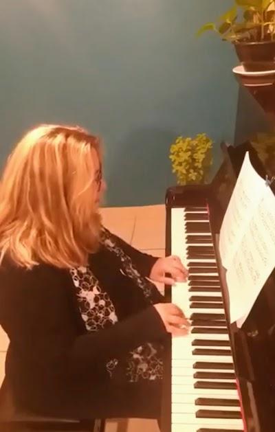 telefone de aulas de piano em minas gerais Luciane Borges pianista mineira Luciane Borges