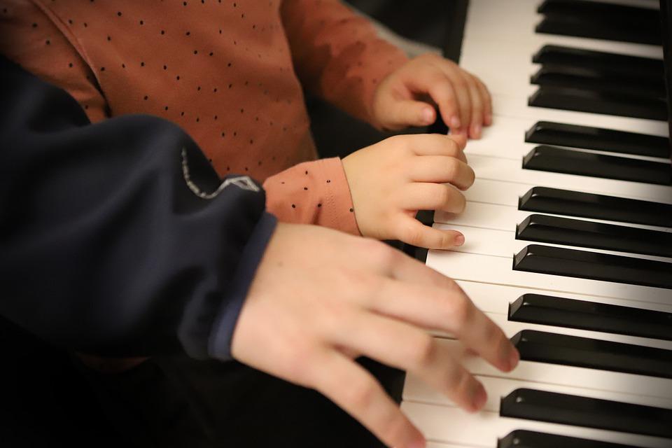crianças fazer aulas de piano online melhor curso de piano online