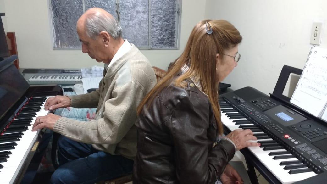Aulas de Musica em JF Preço | Professora Luciane Aulas de Teclado Aulas de Piano em JF Professora Luciane Borges
