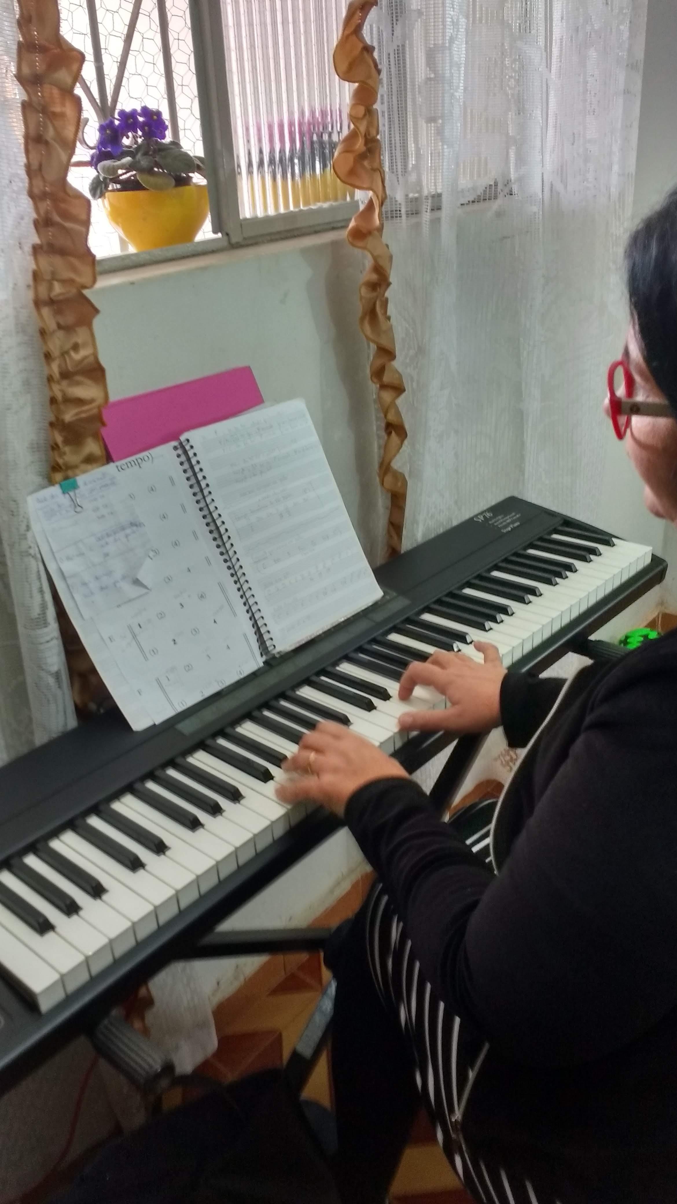 aula de teclado para iniciantes gospel jf