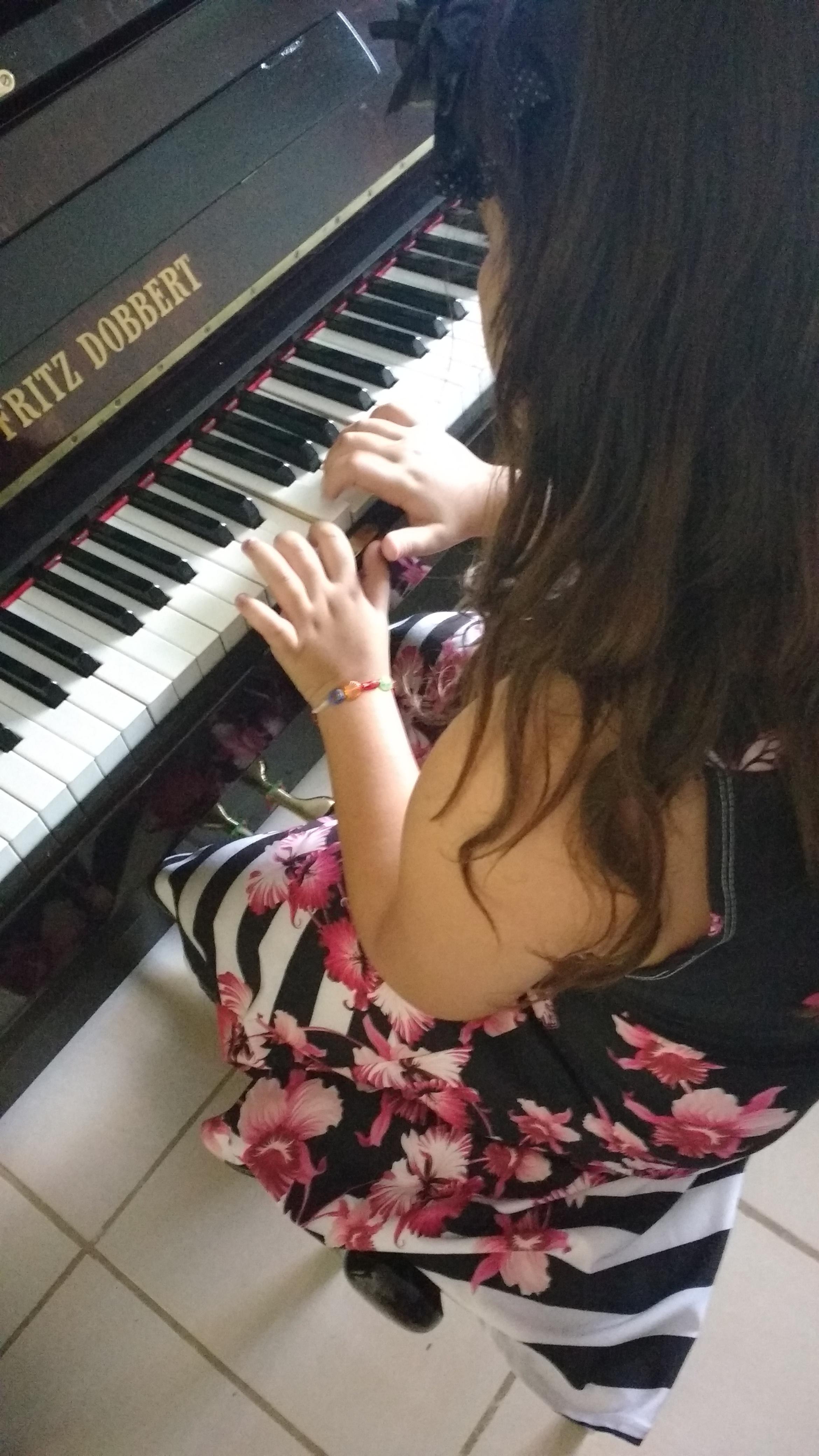 aula de teclado para iniciantes jf luciane borges