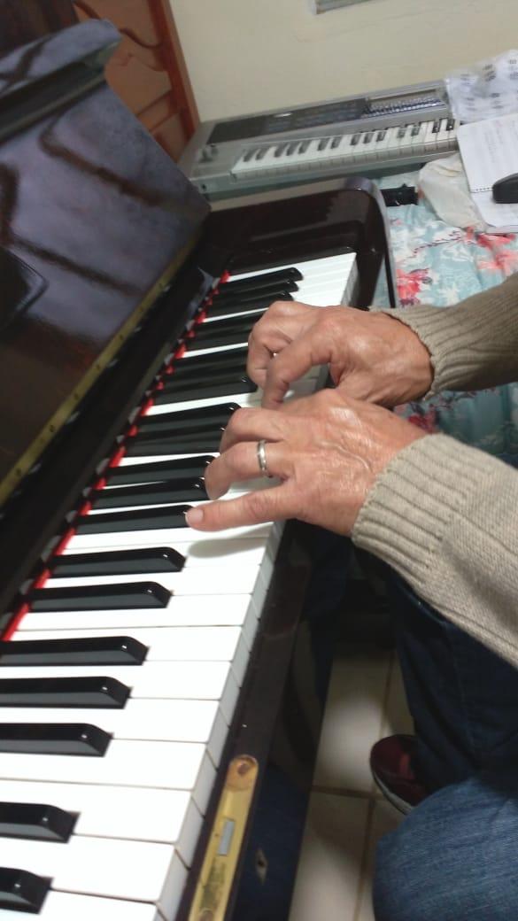 Aulas teclado online em Juiz de Fora professora Luciane Borges