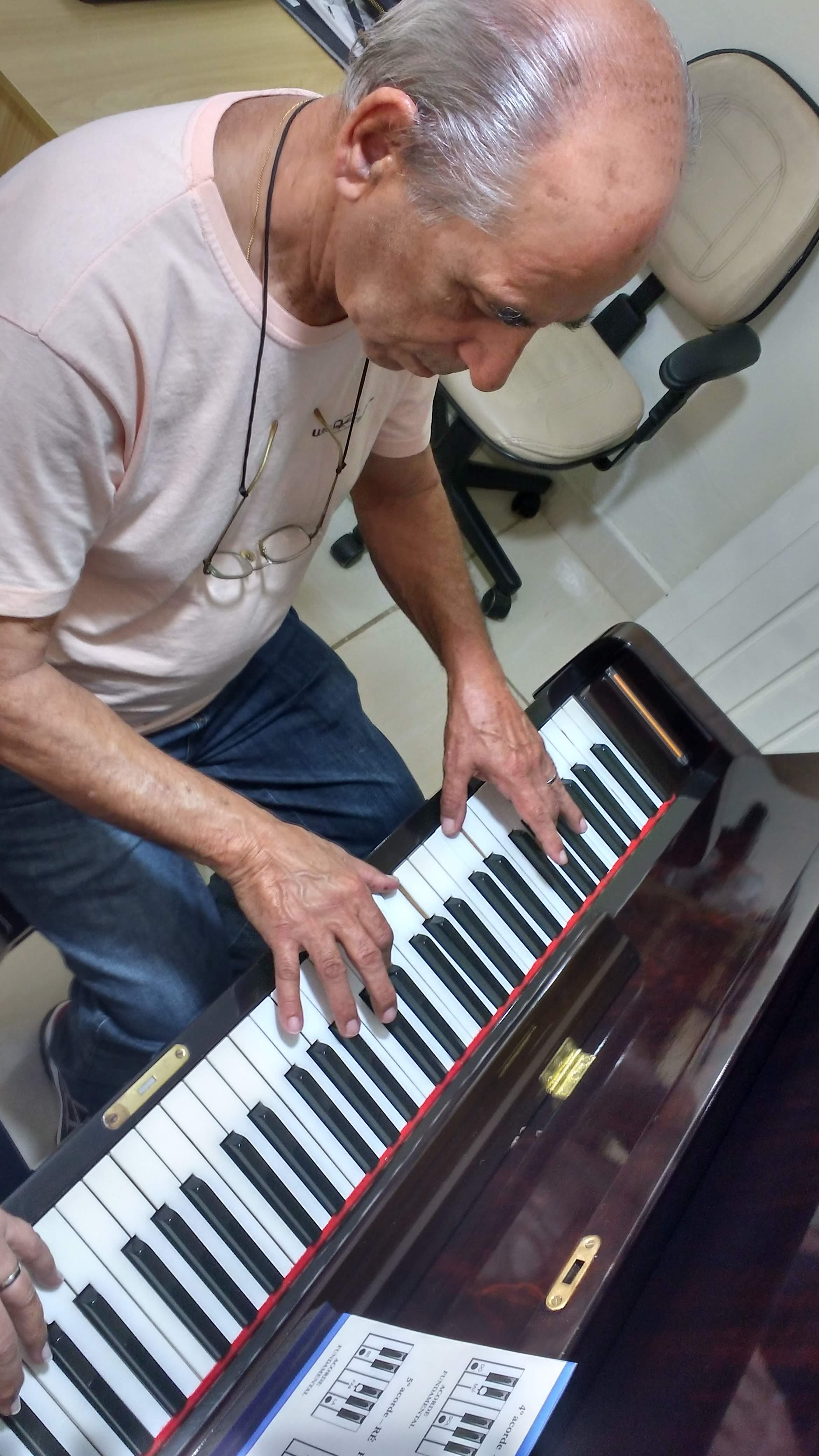 aulas de teclado para melhor idade contato escola de musica luciane borges professora de teclado 32-3223-8063
