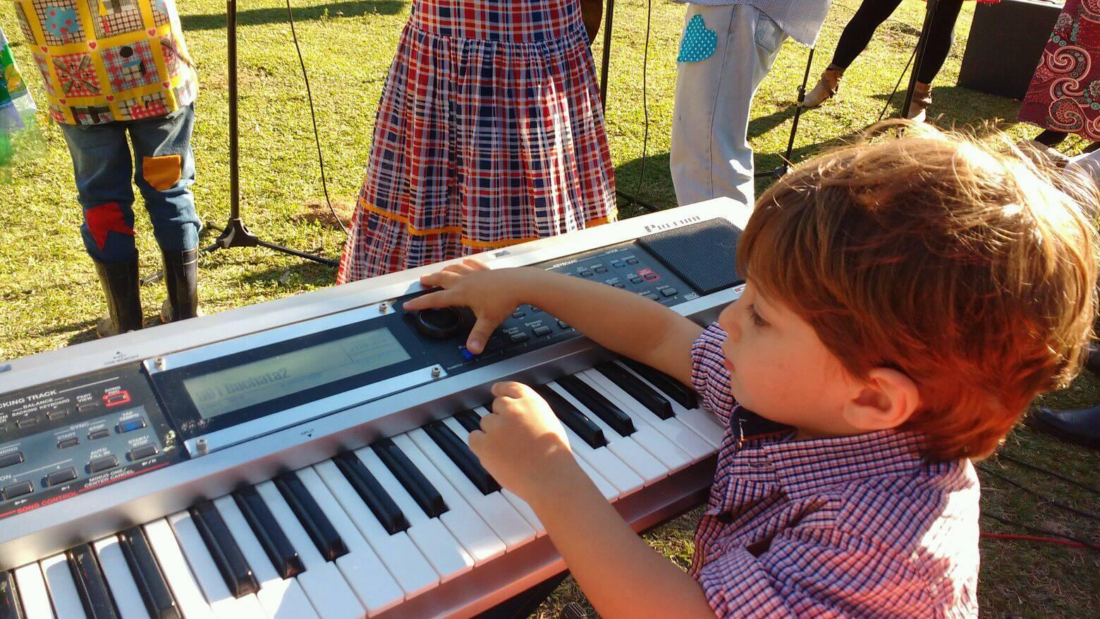 @lucianetecladista pelo (32)98855-9211 e agende  sua aula de teclado iniciante em Juiz de Fora.
