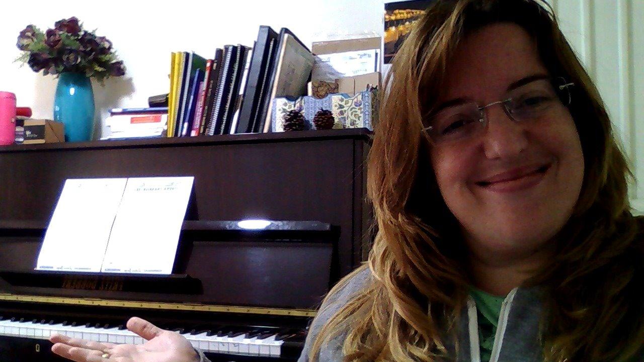 foto de perfil Tocando teclado em dupla teclado professor particular de teclado em juiz de fora telefone luciane borges 32988559211