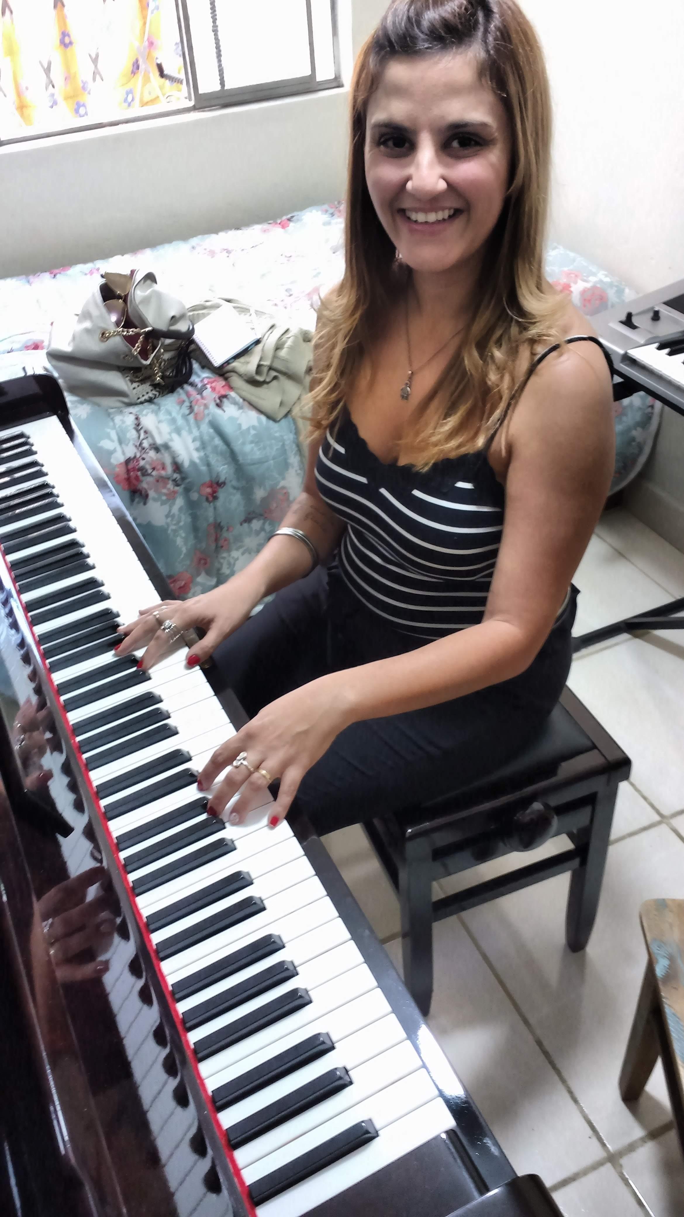 professor particular de teclado em juiz de fora telefone luciane borges 32988559211 Alunas Silvia e Julia