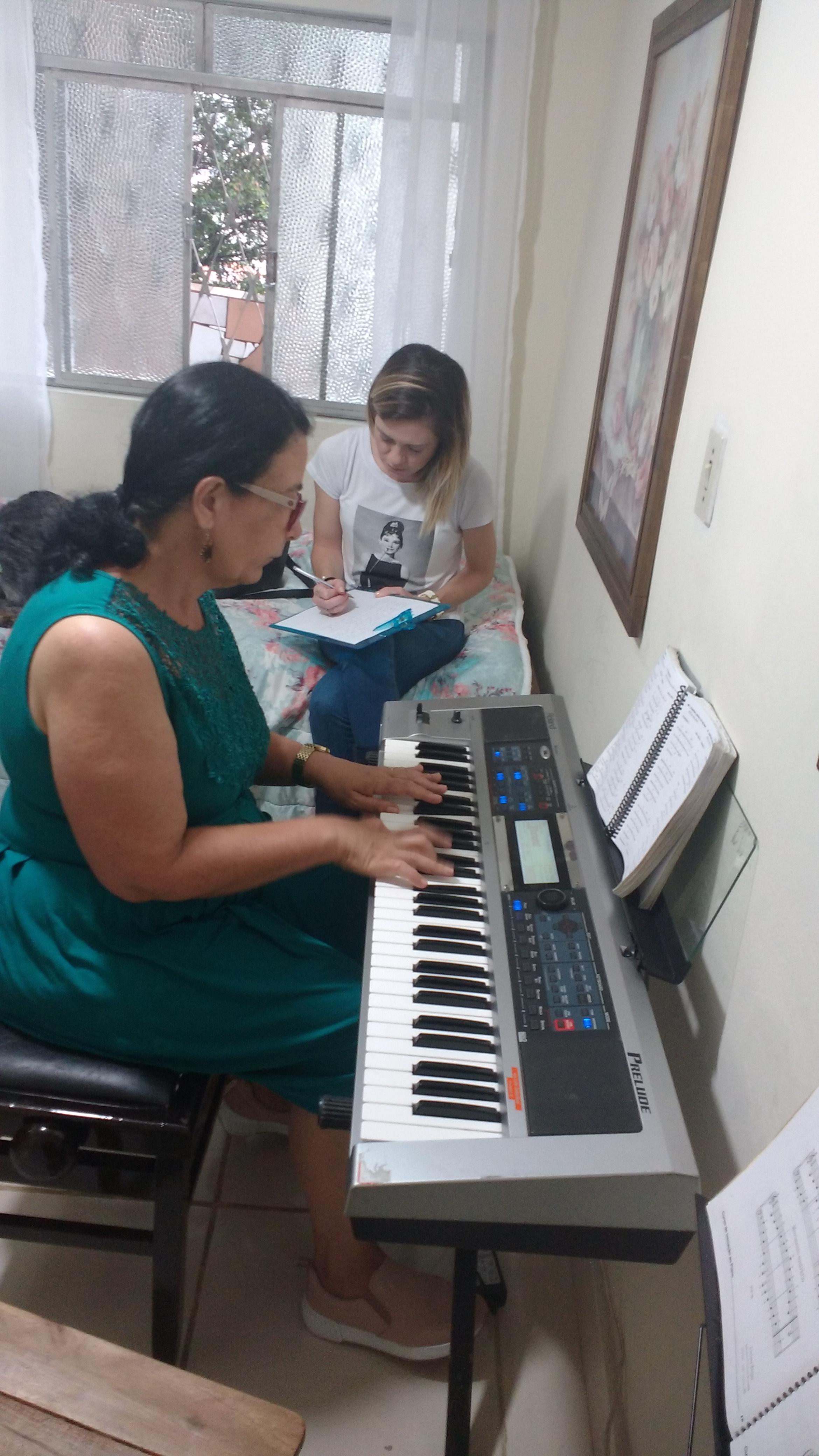 professor particular de teclado em juiz de fora telefone luciane borges 32988559211 Julia prancheta Silvia no teclado