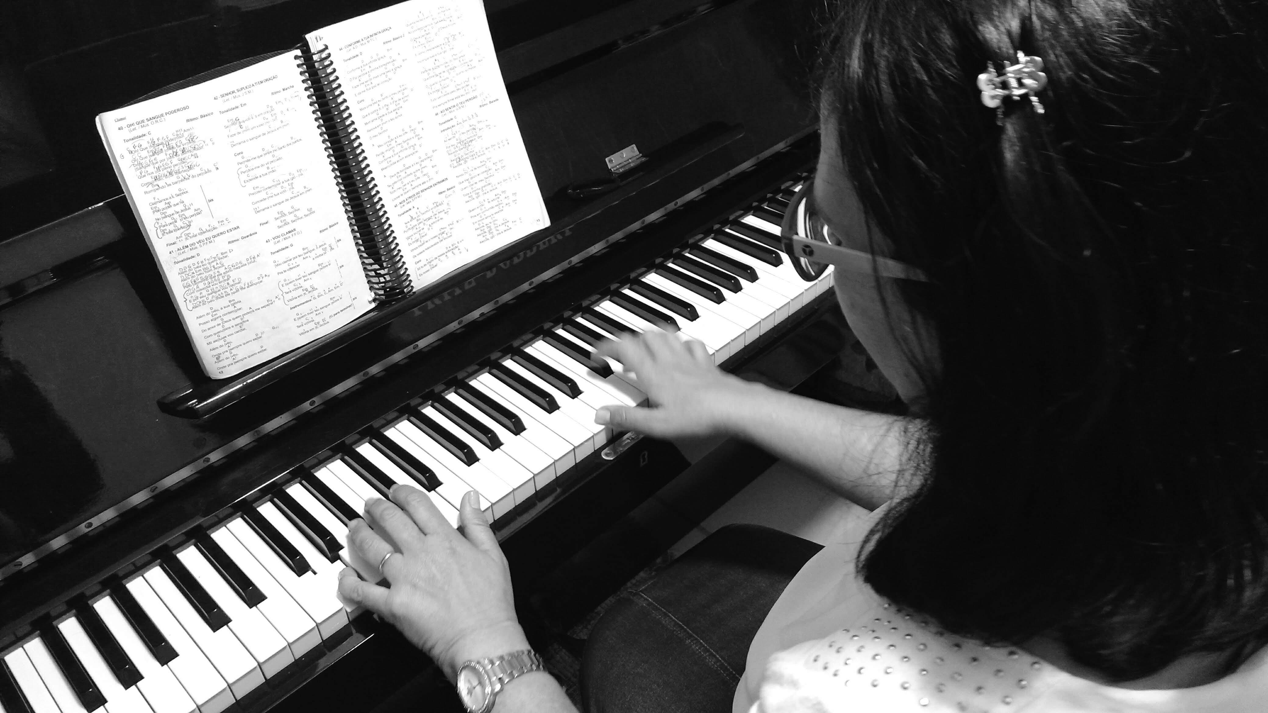 aulas de musica melhor idade jf contato escola de musica luciane borges professora de teclado 32-3223-8063