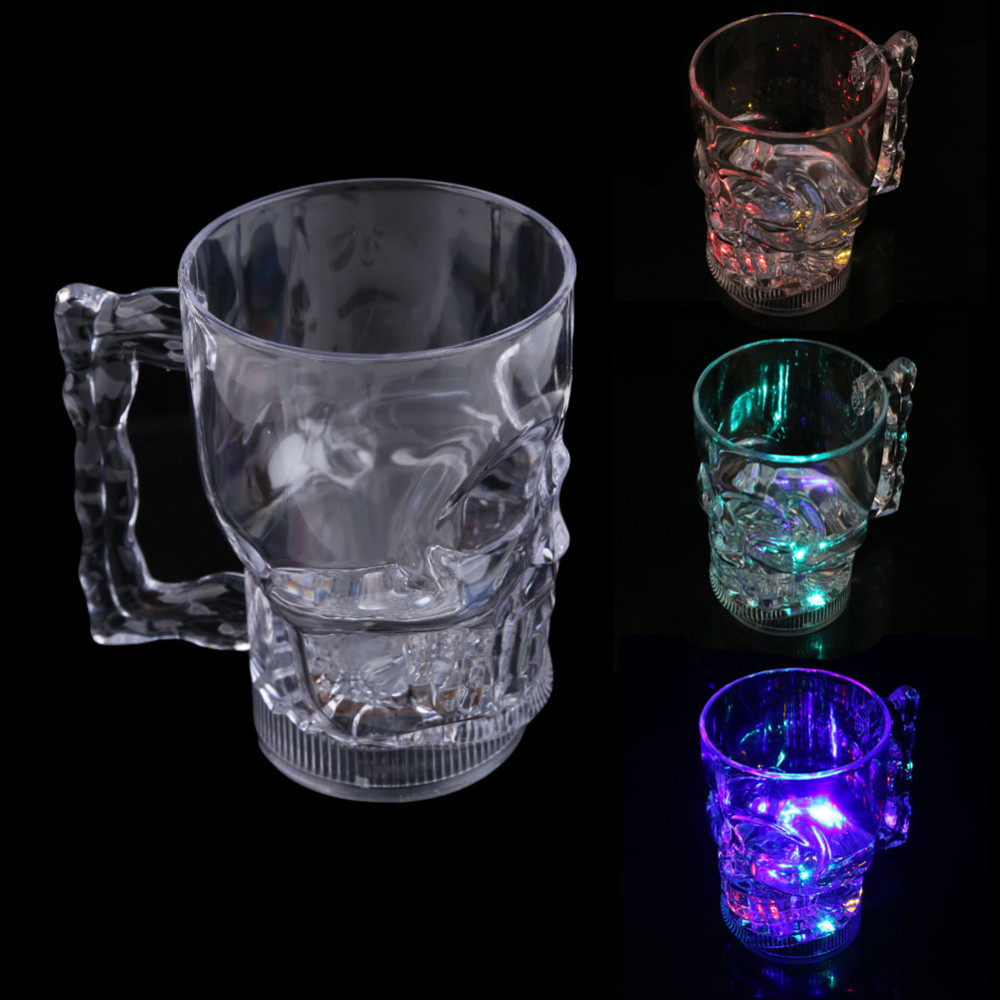 Caneca Caveira Com Led - 3 modos de luz 3 cores - 400ml