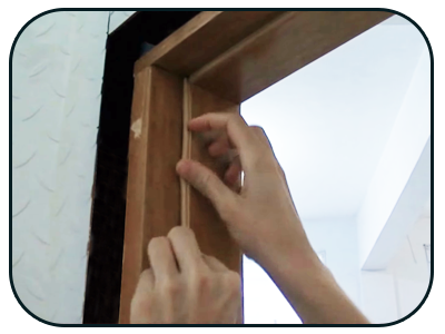 Borracha de Vedação Adesiva para Portas de Madeira e Alumínio passo 4