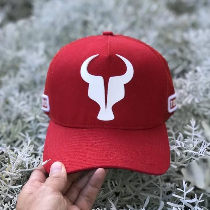 Boné Trucker Toro Vermelho