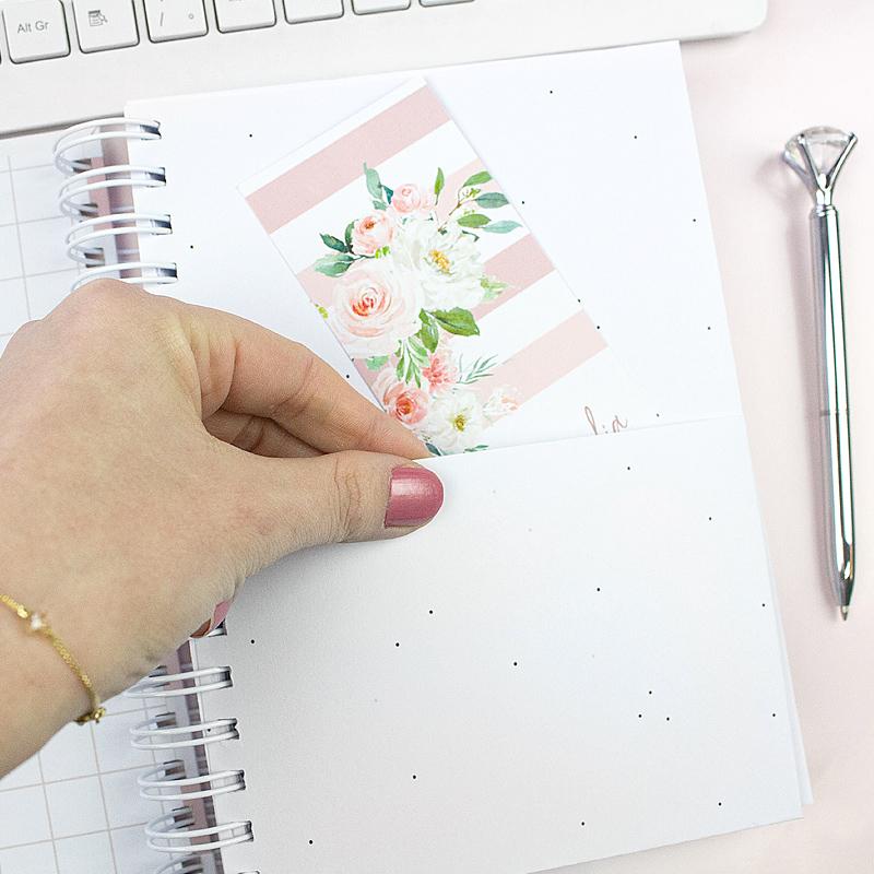 mulher de negócios tem como prioridade a organização da sua rotina