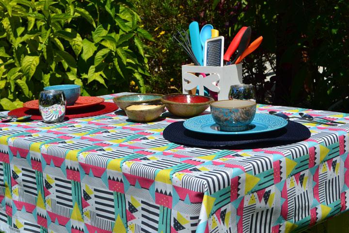 toalha de mesa retangular 6 lugares branca com estampa colorida