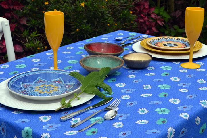 toalha de mesa azul floral para café da manhã