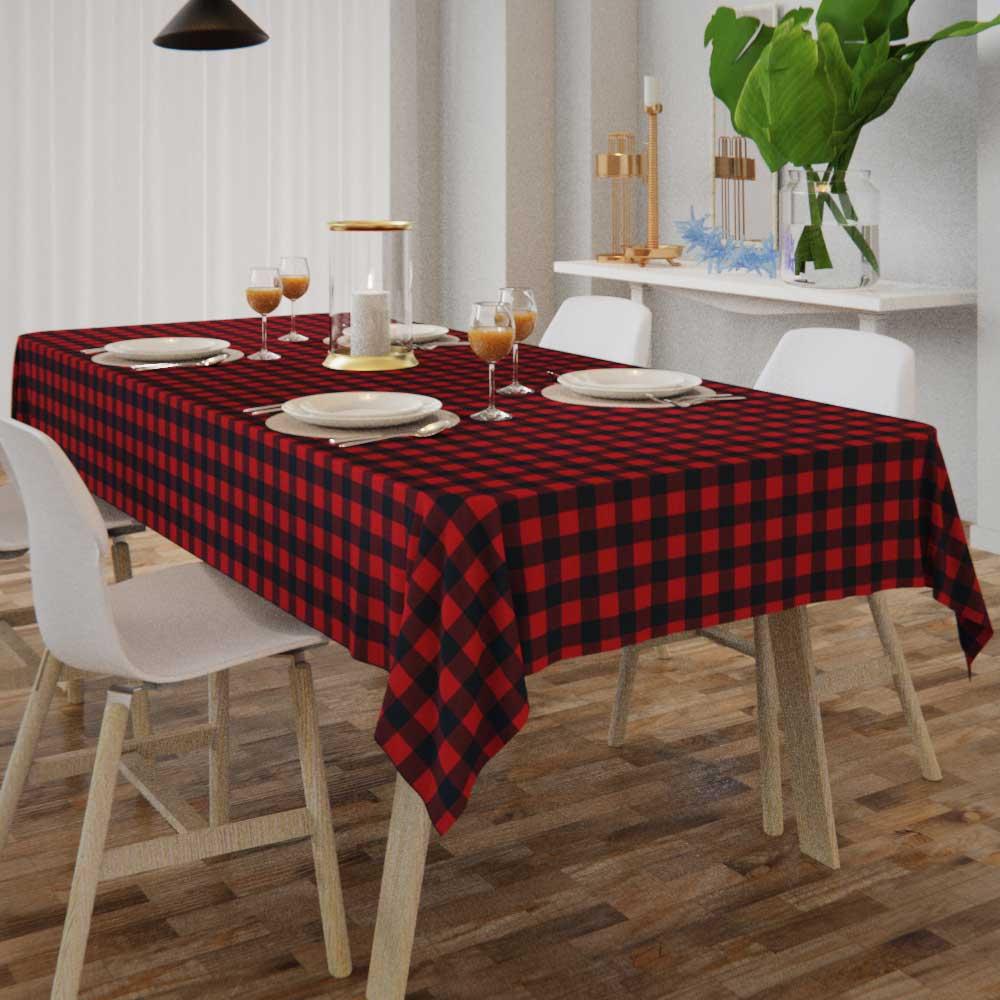 toalha de mesa quadriculada com caída de tecido