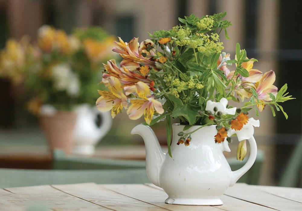 arranjo floral para café da manhã