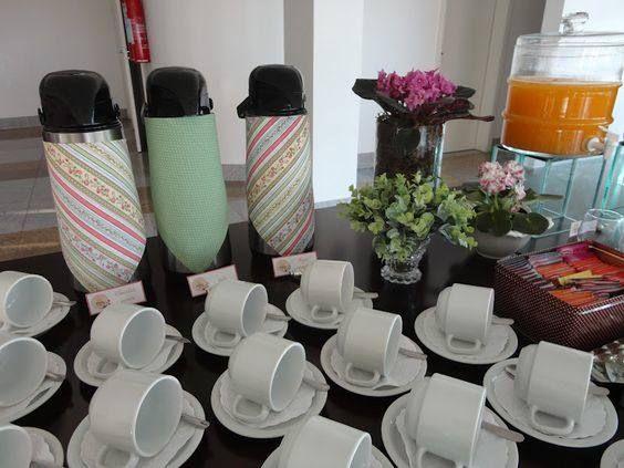 decoração de mesa café da manhã na empresa