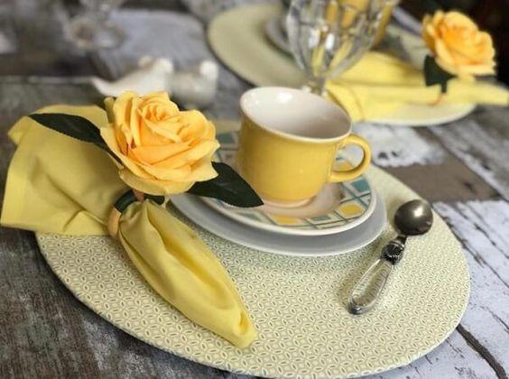 decorando café da manhã para uma pessoa