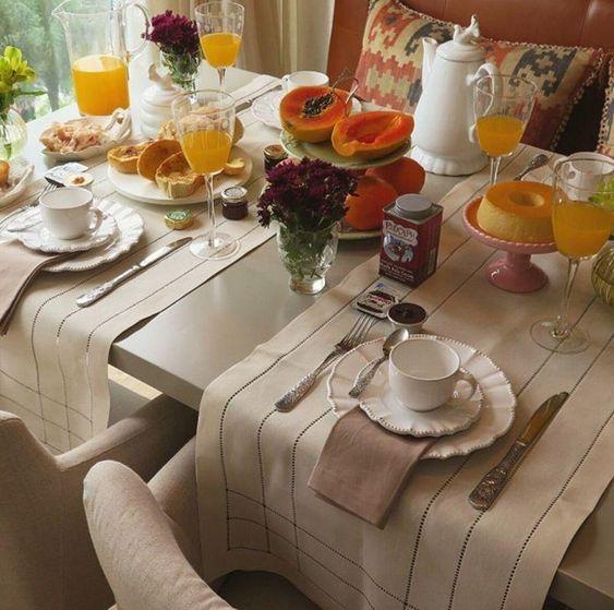 caminhos de mesa para a decoração de café da manhã