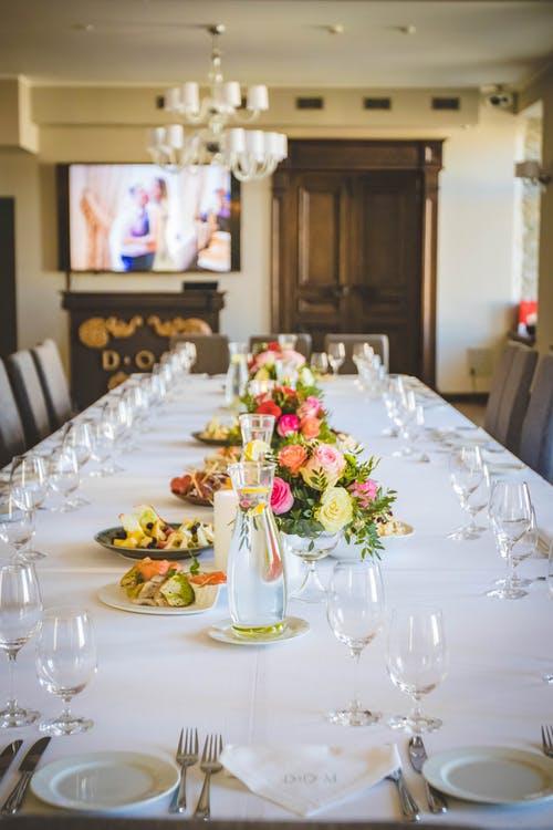 decoração com toalha de mesa oxford branca