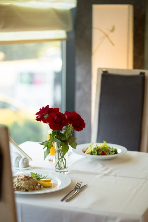 arranjos simples para decorar a mesa