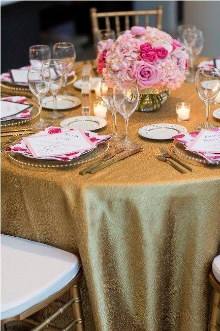 toalha de mesa dourada na decoração de eventos e festas