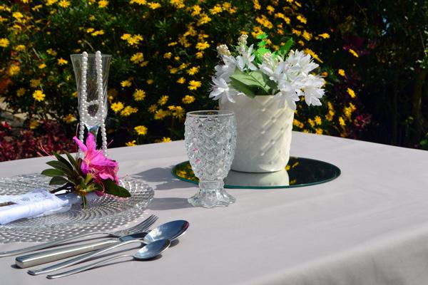 toalha de mesa para almoço cinza sob medida