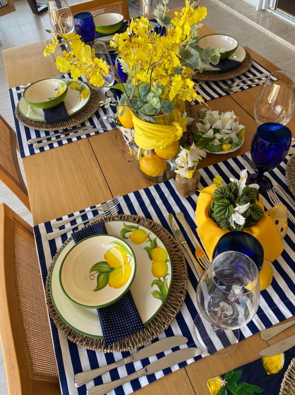 caminho de mesa azul listrado impermeável