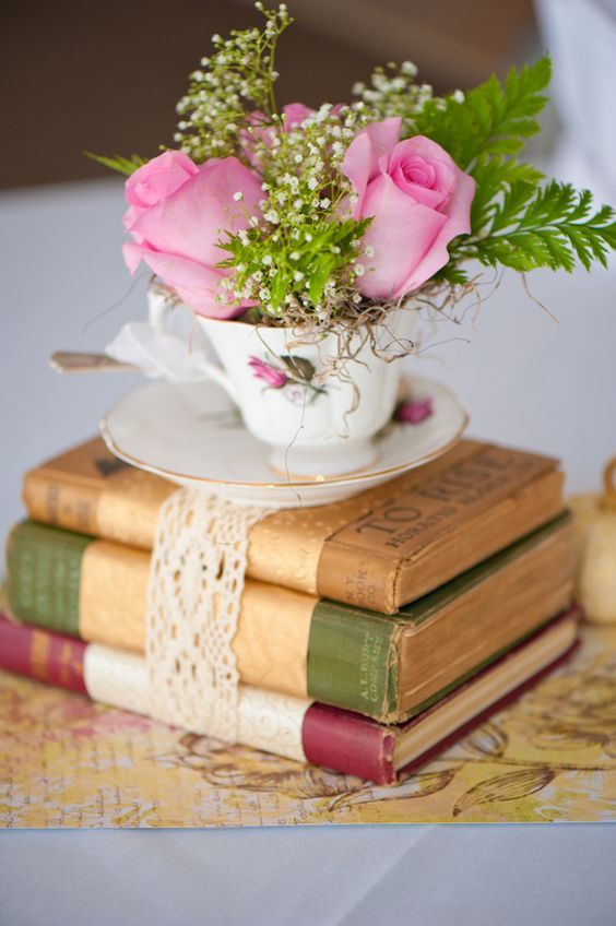 xícaras como vaso para arranjos de mesa decorativo