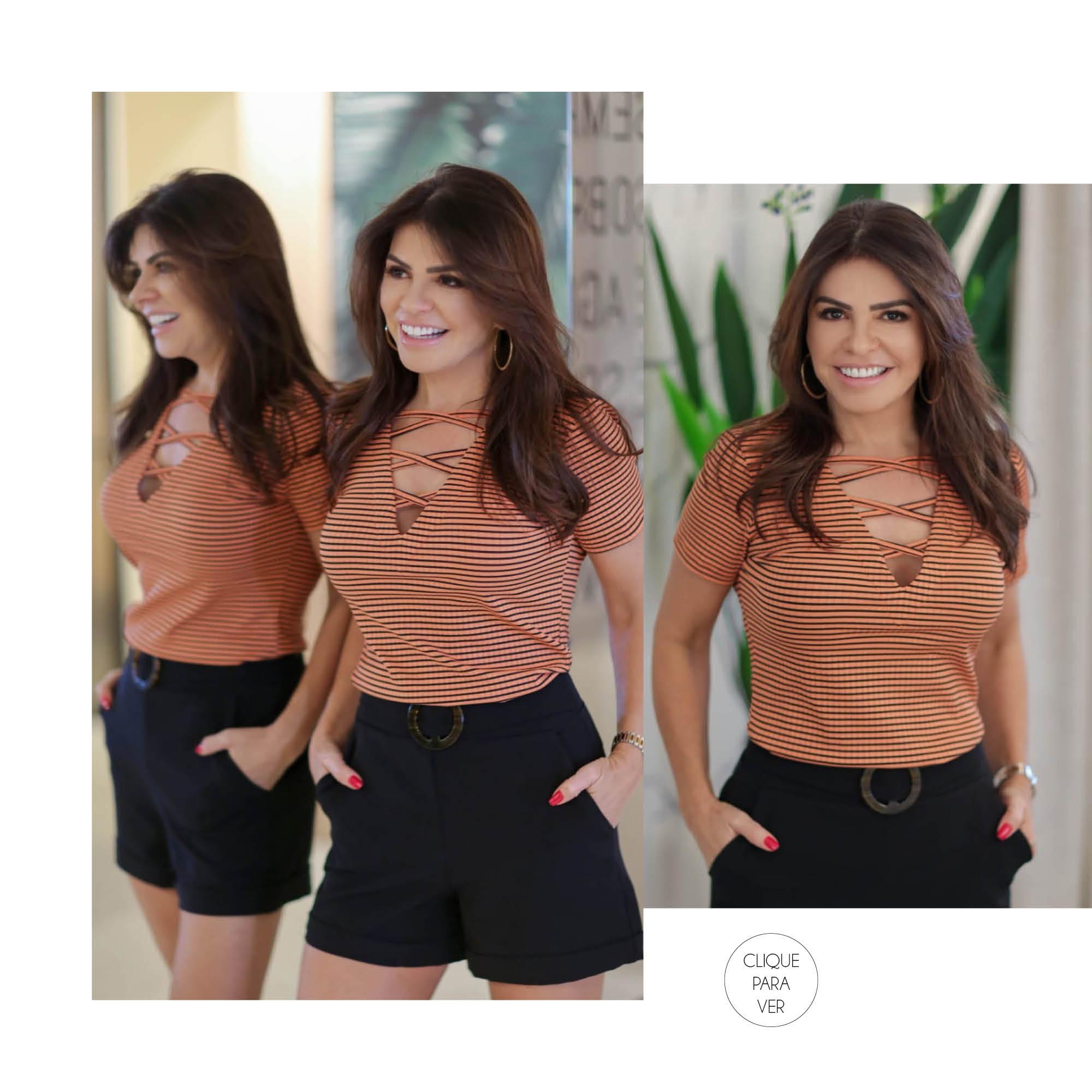 Conjunto básico de short preto e blusa com detalhe no decote.