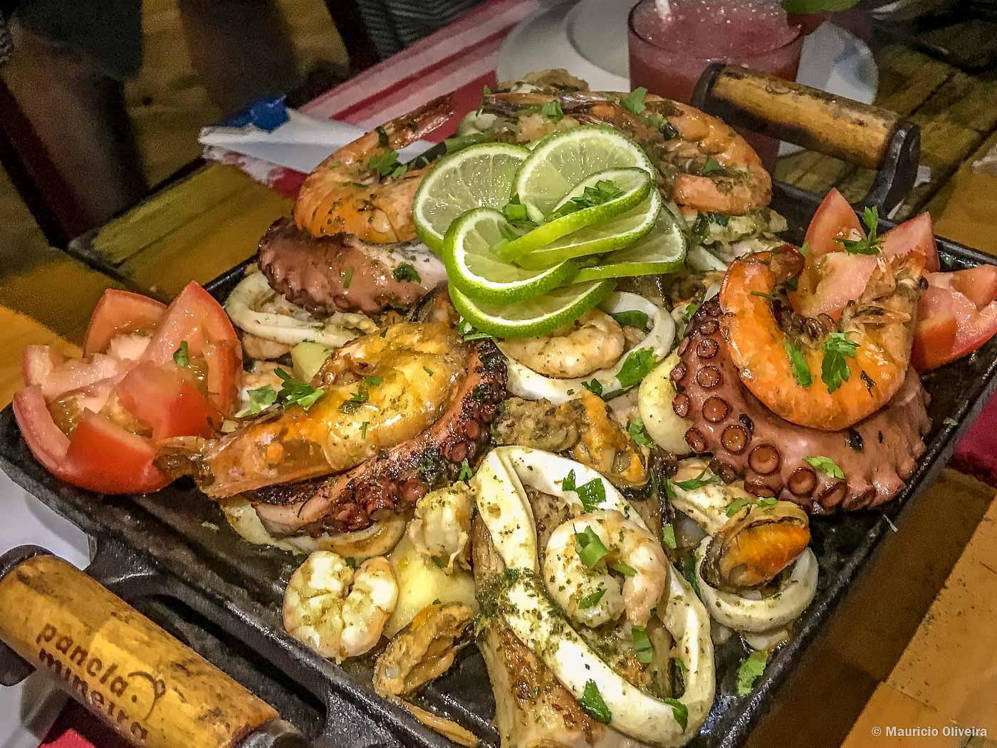 prato de frutos do mar servido em ilha grande