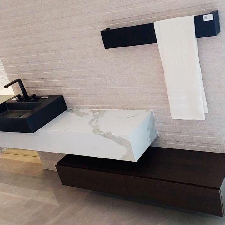 Toalheiro Térmico de Parede Flat Clean 75x12cm Preto Fosco para Banheiros e Lavabos