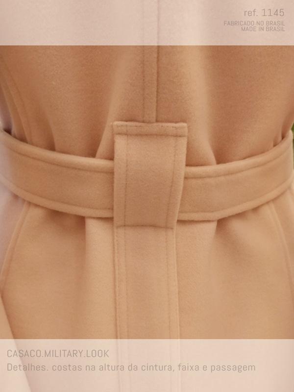 veja como é trabalhado a faixa cinto do casaco de lã batido