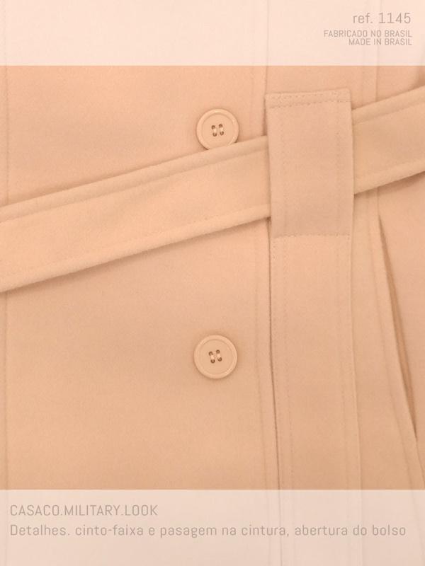 casaco de lã com bolso em detalhe