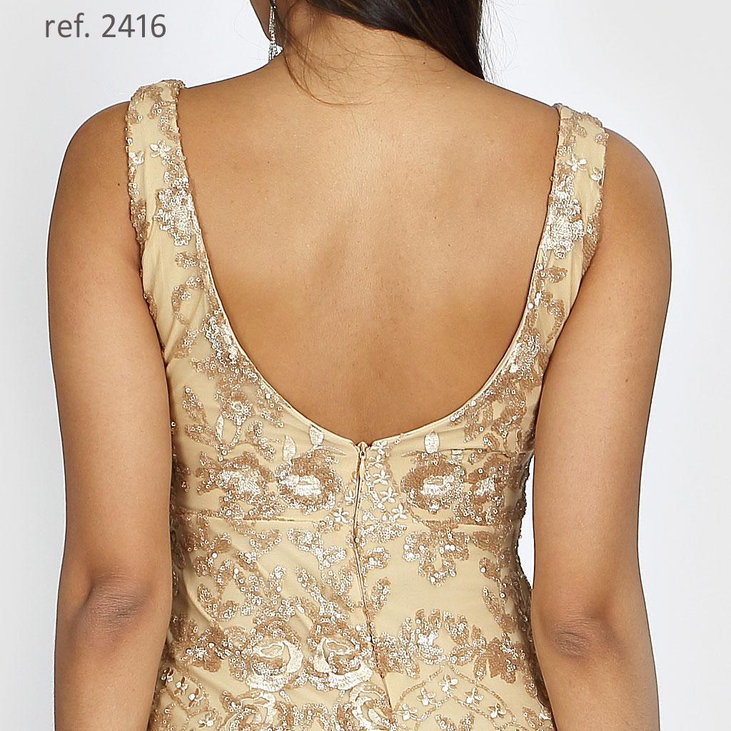 Vestido de festa dourado detalhe das costas