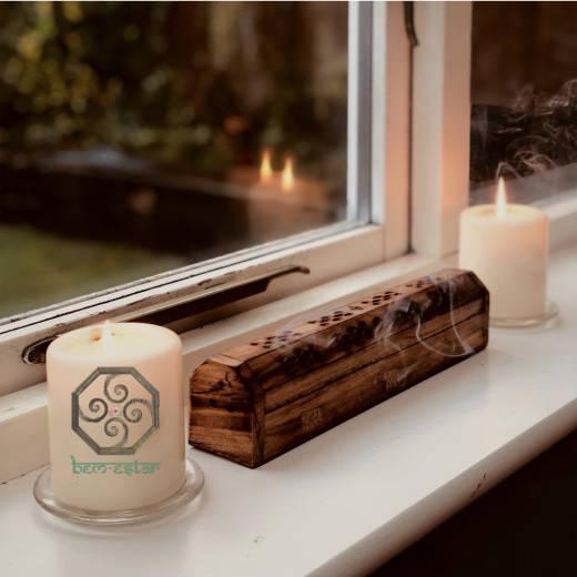 Incensário baú de madeira com vela