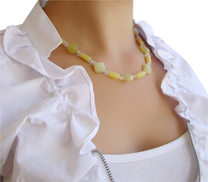 colar curto de jade oliva