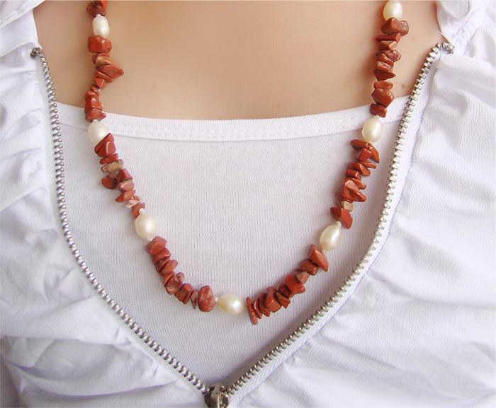 colar de jaspe vermelho com pérolas