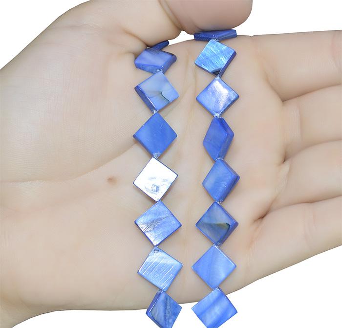Fio de madrepérola triangular azul