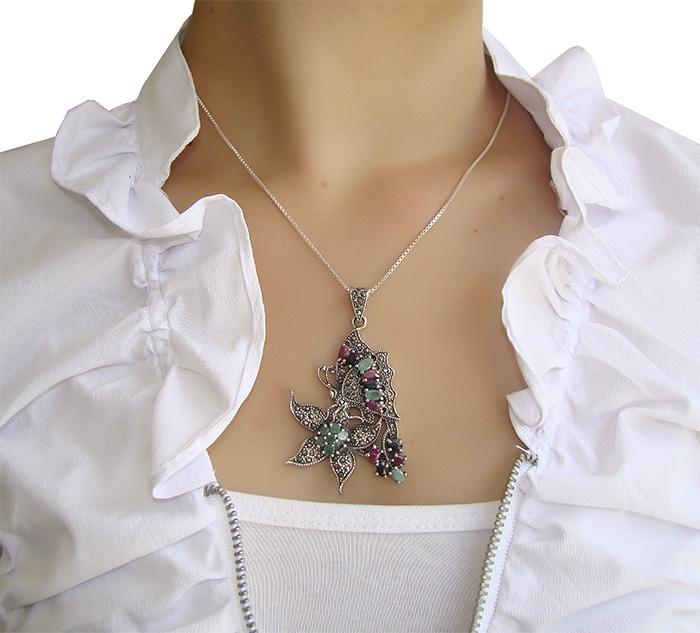 Pingente de Esmeralda com Safira e Rubis