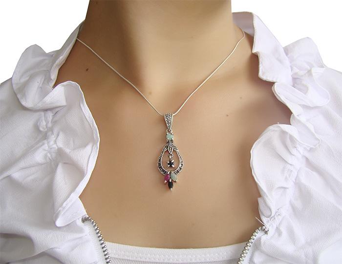 Pingente de pedra preciosa com prata