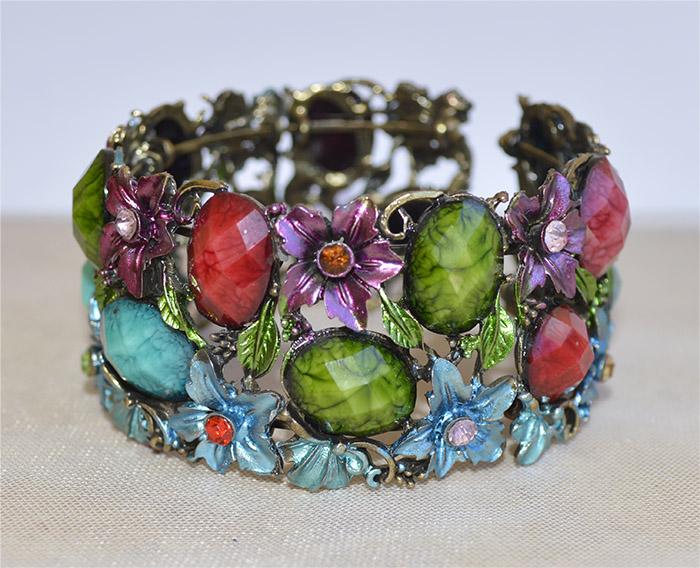 bracelete colorido de pedra