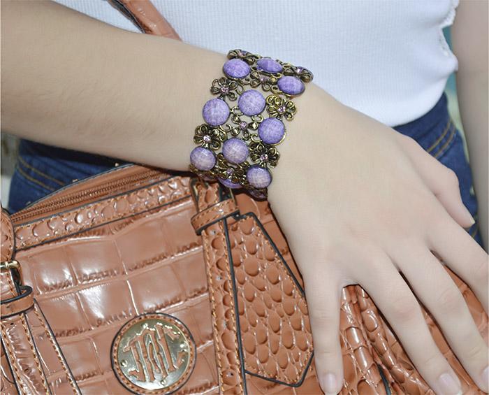 bracelete de metal com pedra