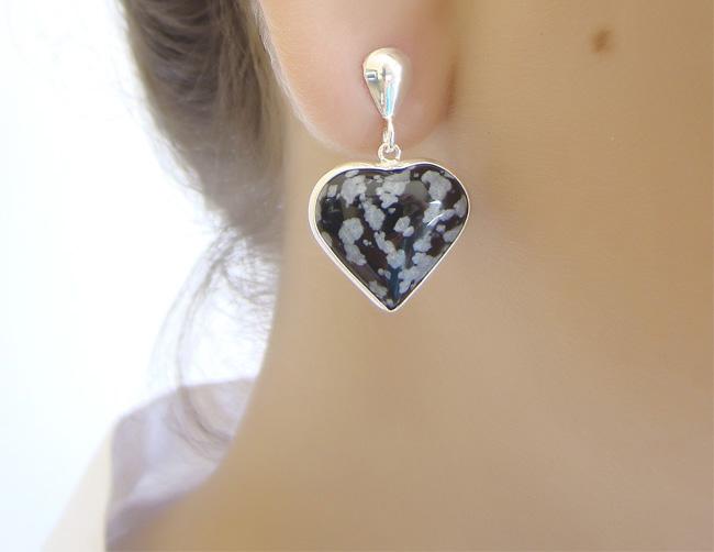 Brinco de coração pedra natural
